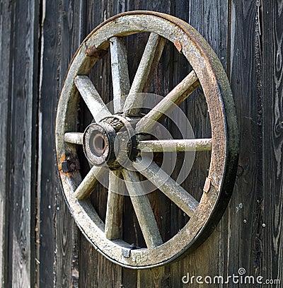 vieille roue en bois de chariot photo stock image 55451831. Black Bedroom Furniture Sets. Home Design Ideas