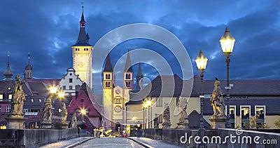 Vieille ville de Wurtzbourg, Allemagne au crépuscule banque de vidéos