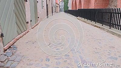 Vieja calle empedrada en el casco antiguo Centro histórico de Cityscape almacen de metraje de vídeo