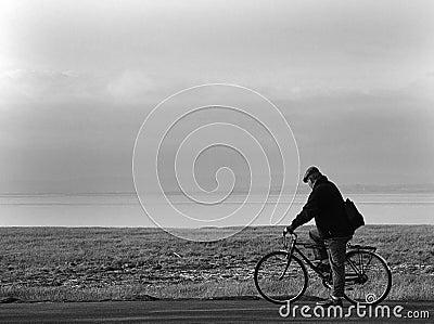 Viejo hombre y bicicleta