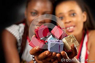 Viele bunten Geschenke für Sie.