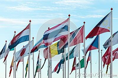 Vielzahl der internationalen Markierungsfahnen