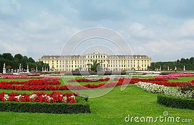 Vienna schonbrunn castle gardens