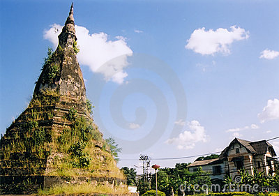 Vientienne temple ruins laos
