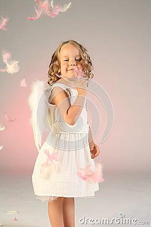 Vier Einjahresmädchen als Engel