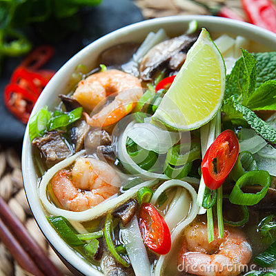 Free Vietnamese Pho Tom Yum Shrimp Prawn Soup Royalty Free Stock Photos - 69941618