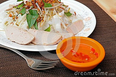 Vietnamese rice rolls and vegetable