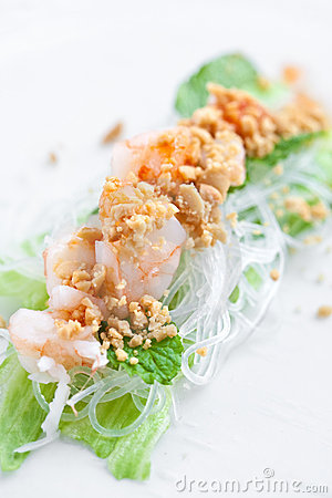 Vietnamese spring roll with lettuce