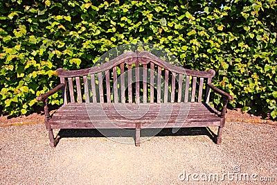 Vieux anglais banc dans le jardin photos stock image for Banc anglais jardin