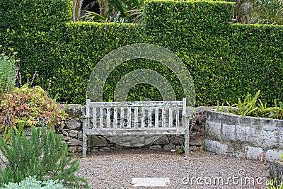 Vieux banc de jardin images libres de droits image 9826259 - Plan de banc de jardin en bois ...