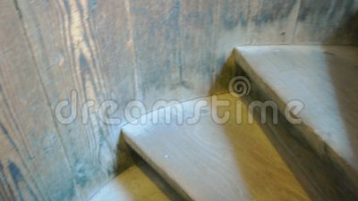 Vieux escaliers en bois clips vidéos