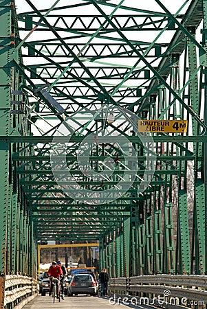 Vieux pont en métal