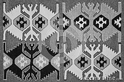 Vieux tapis roumain traditionnel de laine