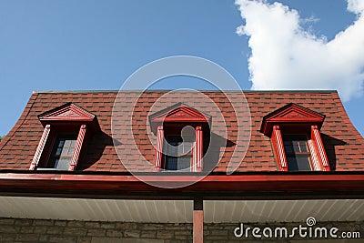 Vieux toit en mansarde rouge photo stock image 10697280 Toit mansarde bardage bois