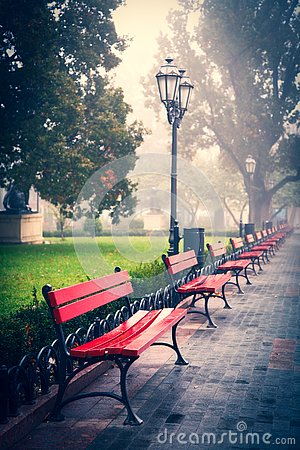 Free View At Benches At City Garden Royalty Free Stock Image - 128099186