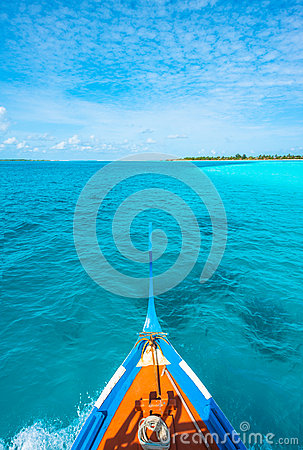 View from the bow of Maldivian wooden dhoni boat o