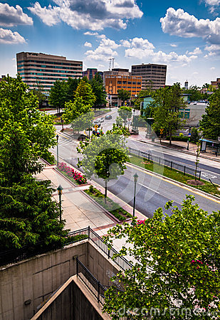 View of buildings and a divided street in Towson, MD Editorial Stock Image