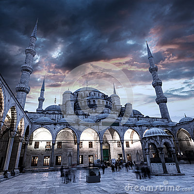 Free View Of Blue Mosque In Istanbul With Beautiful Sunset Sky Royalty Free Stock Photography - 93964707