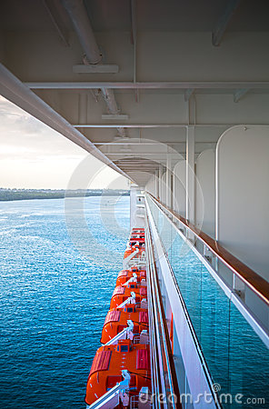 Free View Of The Caribbean Sea From Deck Of A Cruise Ship Stock Image - 75335781