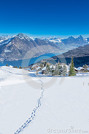 Free View To Grosser, Kleiner Mythen, Lake Luzern And Rigi From Klewenalp Ski Resort Stock Images - 38246714