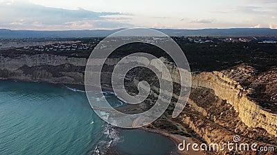 View of Zapalo Bay, ook bekend als de baai van Tripitis district Limassol, Cyprus stock video