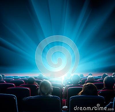 Free Viewers Watch Shining Light In The Cinema Stock Photo - 87973900
