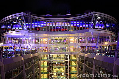 Viking Crown bar, Oasis of the Seas Editorial Stock Image