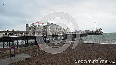 Viktorianska Brighton Pier, också som är bekant som slottpir i Brighton, Förenade kungariket lager videofilmer