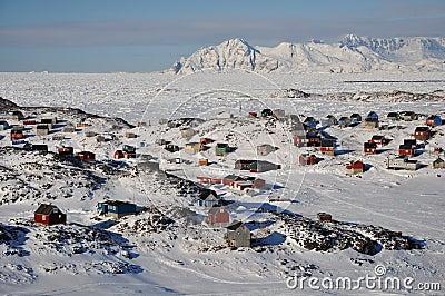 Vila remota no inverno, Greenland