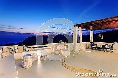 Villa buiten met decoratie stock foto afbeelding 80228130 - Decoratie villas ...
