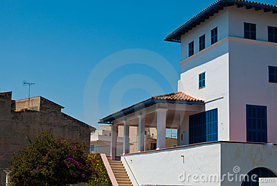 Villa locked for siesta, Porto Cristo town