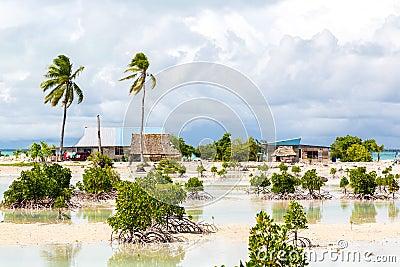 Village on South Tarawa atoll, Kiribati, Gilbert islands, Micronesia, Oceania. Thatched roof houses. Rural life, a remote paradise Stock Photo