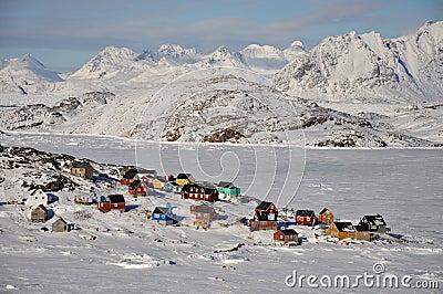 Villaggio a distanza in inverno, Groenlandia