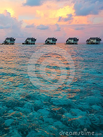 Free Villas On Water, Maldives Resort Royalty Free Stock Photo - 104807825