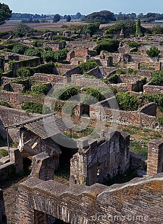 Ville romaine ostia antica italie images libres de for Mr arredamenti ostia antica