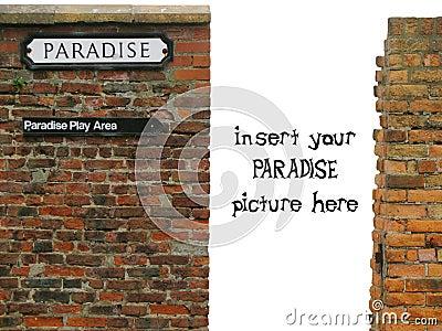 Vinheta com sinal do paraíso na parede de tijolo desgastada velha