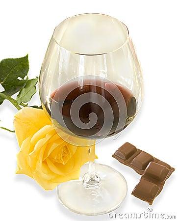 Vinho, chocolate, e uma rosa