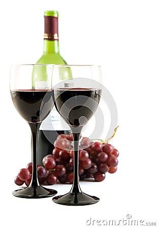 Vinho vermelho e uvas