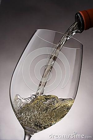 Vino Pour