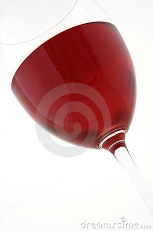 Vino rojo en vidrio