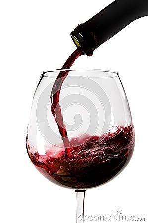 Vino rojo vertido