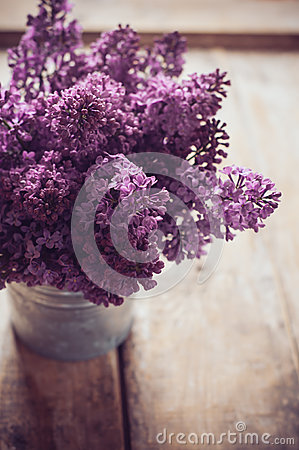 Free Vintage Bouquet Of Lilac Flowers Royalty Free Stock Images - 40094519