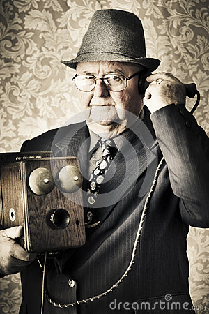 Free Vintage Business Man Using Retro Telephone Royalty Free Stock Images - 24939149