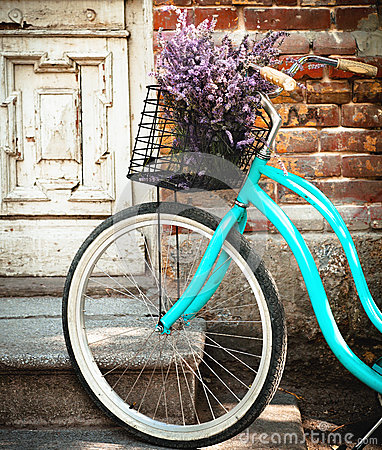 Free Vintage Bycycle With Basket With Lavender Flowers Near The Wooden Door Stock Photo - 37672540