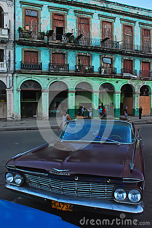 Free Vintage Chevrolet Car Of Cuba In Front Of Old Building In Havana Royalty Free Stock Photo - 42405695