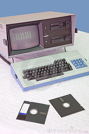 Free Vintage Computer Royalty Free Stock Image - 5876076