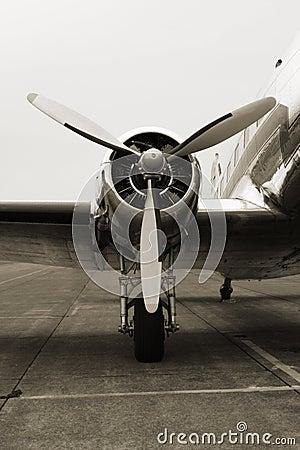 Free Vintage DC3 Engine Stock Image - 1735491