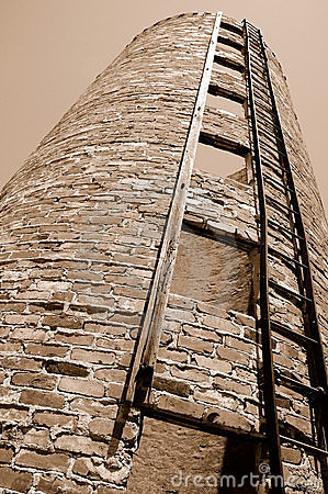 Free Vintage Grain Silo From Below Stock Photo - 5490940