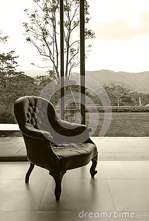 Free Vintage Leather Chair In Room, Sepia Processed Royalty Free Stock Photos - 31092738
