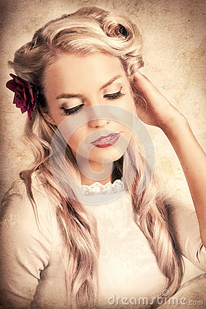 Free Vintage Luxury Photo Of An Elegant Beauty Queen Royalty Free Stock Photography - 28746667